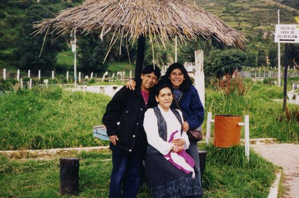 Edita y sus hermanas disfrutando un día de campo